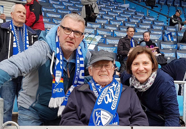 Oliver und Karl-Heinz Veutgen mit Schwester Agnes im Ruhrstadion